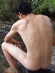 Twink guy with sexy perfect body stripping for you