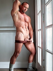 Strong muscle hunk jerking off