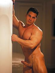 Muscled beach boy Enzo Pileri
