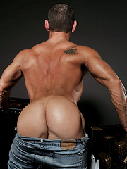 Solo session of muscled daddy