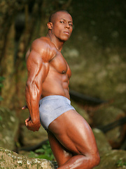 Powerful, straight black bodybuilder Orso Orfeo