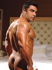 Eduardo Correa muscle man