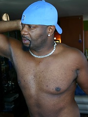 Black mature man shows his muscled body and big cock