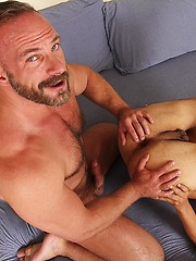 Muscle daddy Samuel Colt fucks youn college student