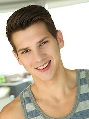 Young pretty jock Chase Austin pin-up