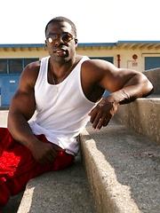Nude black bodybuilder