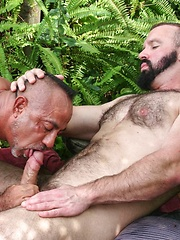 Troy Webb and Bo Bangor hook up under the hot Florida sun to grind each other's asses and feel that sweet release