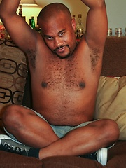 Thick-dicked ebony stud Leon Ryder