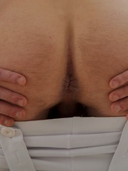 Gorgeous guy Lester blows a huge load onto his stomach.